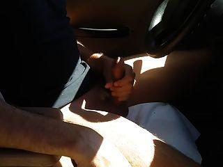 자동차와 cums에서 훔쳐 뜨거운 수탉과 녀석