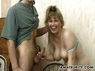 Busty 아마추어 여자 친구가 얼굴을 빨고 섹스