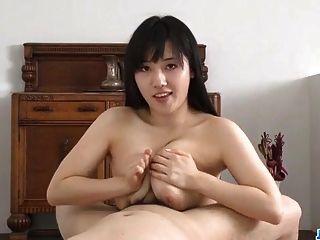bsty azusa nagasawa는 그녀의 수탉 빠는와 함께 놀랐다.