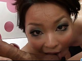 큰 가슴을 가진 더러운 포르노 놀이 milf yuu haruka