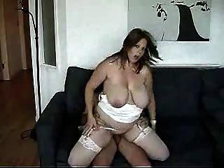 통통한 젊은 아가씨는 포르노 배우가되고 싶어.