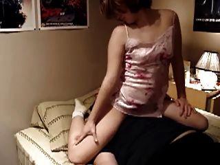 부티 소녀 얼굴 앉아서 페티쉬 방귀