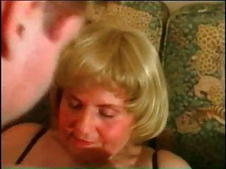 내 섹시한 피어싱 bbw 성숙한 할머니와 피어싱 된 음부 고리