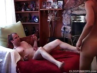 섹시한 성숙한 아마추어 커플 오후의 즐거움을 즐길 수