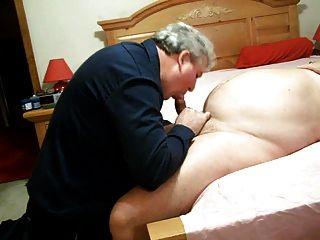 뚱뚱한 아빠는 빠는 곰.