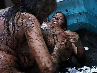성숙한 대 진흙 레슬링 섹스 싸움
