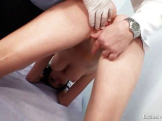 busty babe rita 페니스 gyno 의사 시험