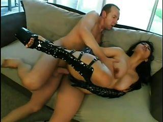 뜨거운 아시아 베이비 미카 황갈색 엉덩이가 망했어.