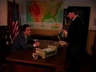 감각적 인 죄인의 경우 (1988)