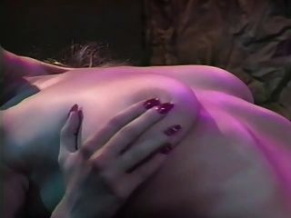 티파니 뮤킨스의 아름다움과 폭군