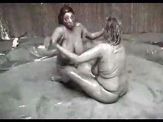 큰 가슴 진흙 레슬링 (요청)