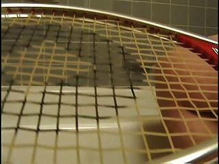 delena dawn 3 테니스 라켓으로 자위하다