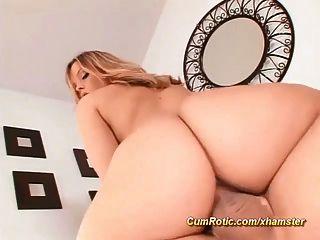 믿어지지 않는 섹시한 엉덩이에 뜨거운 정액