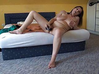 busty 면도 한 소녀와 그녀의 장난감