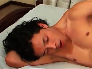 귀여운 곱슬 아시아 소년