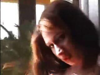 라티나 트랜스가 뒤쪽 갑판에 부하를 불어 넣습니다.
