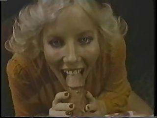 캐롤 코너스가 존 레즐리 아이스크림을 먹는다.