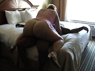 bbw 성숙한 침대에 거시기를 타고