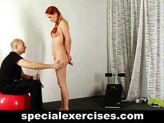노예 빨간 머리 소녀의 훈련