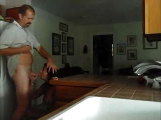 부엌에서 내 할아버지를 빌어 먹을.