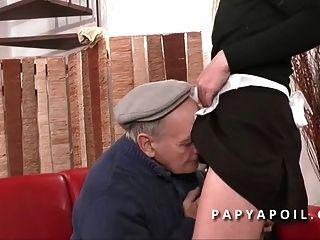 papy se tape la femme de menage avec un pote