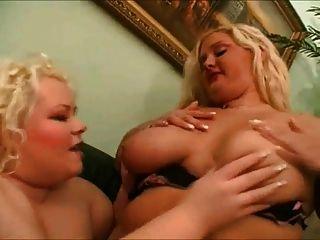 2 큰 뚱뚱한 bbw 레즈비언은 키스를 사랑해, 그들의 고양이 빨아 1
