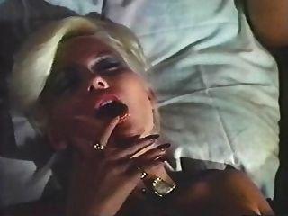 숙 녀 침대에서 아가씨