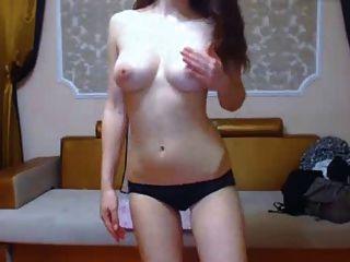 좋은 가슴, 핑크 젖꼭지, 춤을 가진 아시아