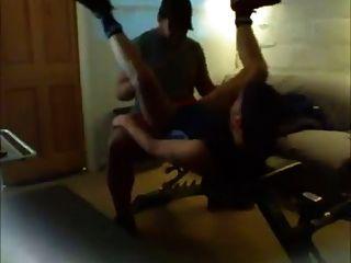 엉덩이 운동 벤치에서 운동