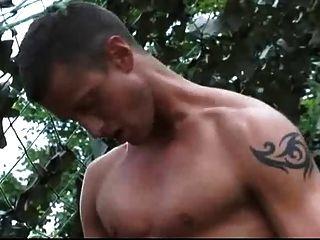 호색한 군인을위한 야외 항문 섹스.