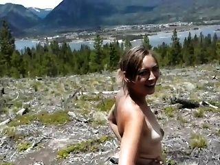 소녀는 엉덩이를 숲속에서 엿 먹어. 1 of 2