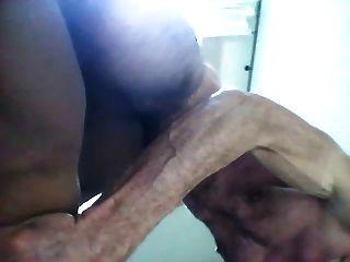 이탈리아 사람이 검은 보일 구멍을 치는 방법