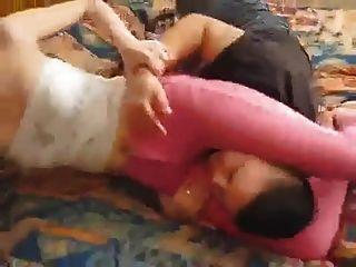 lil lok은 그녀의 암캐를 핑크색 청바지에 소유하고있다.