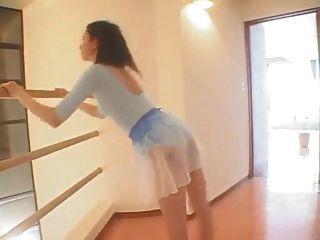 섹시한 발레 연습 비 누드.