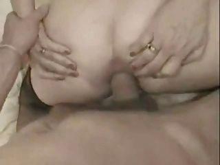 프랑스 할머니는 그녀의 엉덩이에 큰 수탉을 데리고 facialized