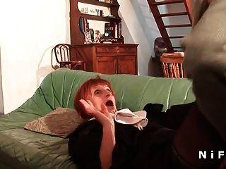 프랑스 수녀가 3 일간의 시음을하다