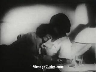 산타 클로스는 항상 소녀가 원하는 것을 알고있다 (1940 년대 빈티지)