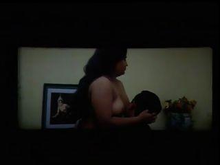뚱뚱한 가슴 아픈 토플리스