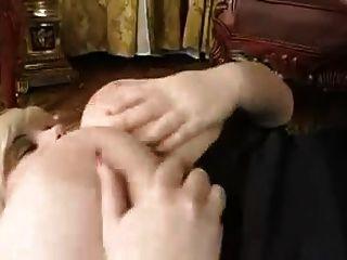 성숙하고 마른 소년 뜨거운 섹스