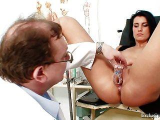 갈색 머리 베이비 melissa 리아와 더러운 gyno 의사