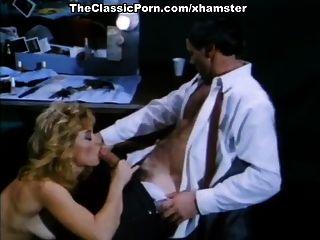 앰버 린, 니나 하틀리, 고전적인 엿 같은 장면에서 벅 아담스