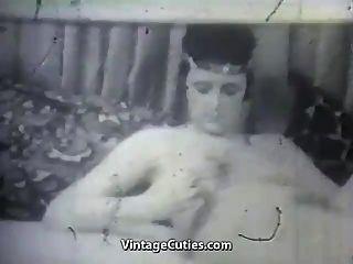 그녀의 진동기와 소년 성숙한 아가씨 (1950 년대 빈티지)