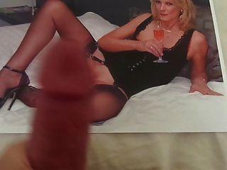 섹시한 나일론 다리가있는 뜨거운 아가씨에 대한 찬사