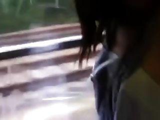 기차에서 뜨거운 커플