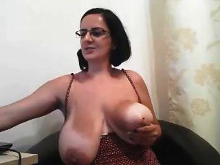 그 여자의 이름은 무엇입니까?