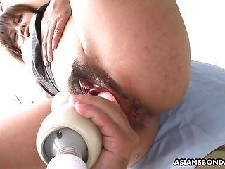 그녀의 젖은 음부의 거친 건강 진단