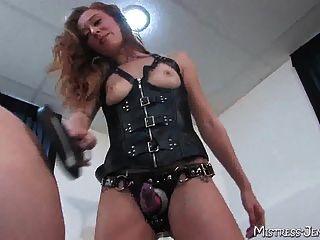 불쾌한여 주인공 에밀리, 남성 노예의 자비의 고통