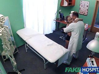 가짜 병원 지진 후 환자와 좋은 섹스
