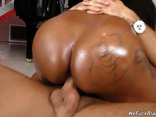 거대한 juggs와 흑인 소녀 rachel raxxx는 흰 수탉 걸립니다