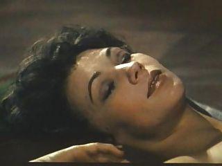 미스 존스 1 (1972)의 악마, 조지아 spelvin